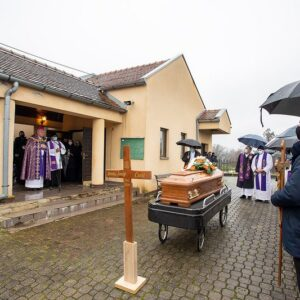 Pokopan mons. Josip Ćorić, dugogodišnji ivanićki župnik