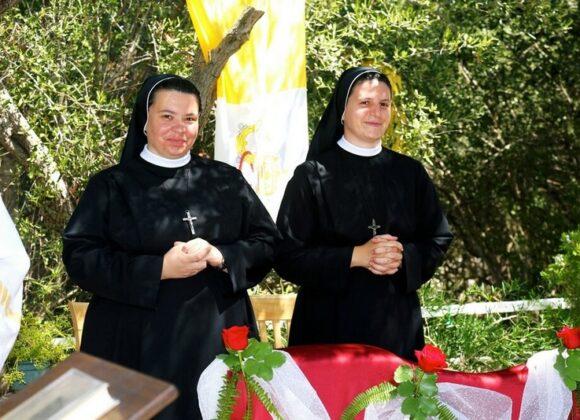 Doživotni zavjeti s. M. Kristine Injić i s. M. Anamarije Vuković i deset zlatnih sestara u Družbi Kćeri Milosrđa